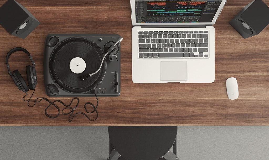laptop-gramofon-slusalice