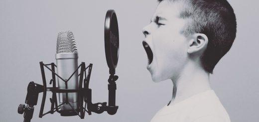 mikrofon-decak-pevanje